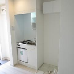 キッチン・洗濯機置場 スペースを確保するためこの物件はミニ冷蔵庫を施工しました。
