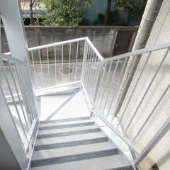 階段部分 ノンスキッドというすべり止めが施工されています。