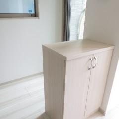 玄関収納 小さいですがしっかりしたものを使用しています。