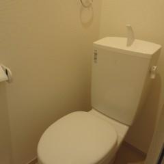 トイレ。入所者が後でウォシュレット等つける場合のコンセントは標準で施工されます。