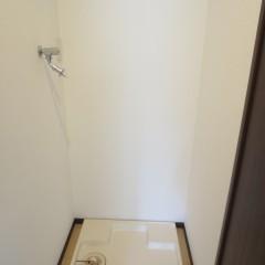 洗濯機置場。標準でワンタッチ式の蛇口が装備されます。