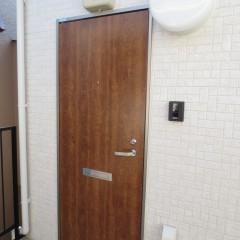 玄関扉(木目が標準設定されています。)