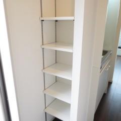 玄関収納 スペースの関係で棚状の玄関収納としました。