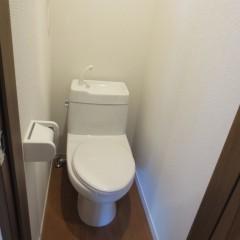 トイレ タオルリングも標準施工です。温水便座を施工可能なコンセントは標準で施工されます。