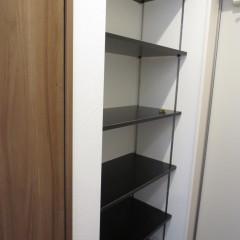 玄関収納 下駄箱を置くスペースがない場合棚での対応が標準工事となります。