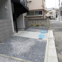 建物空きスペース 自転車置き場等に使用できます。(通路以外部分は砂利が標準となります。)