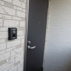 玄関扉 外観のアクセントとしてブラックを使用しています。