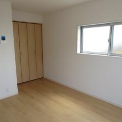 室内3 別タイプの部屋も収納が十分に取れています。