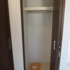 クローゼット内部 枕棚・つりさげバーは標準で施工されます。