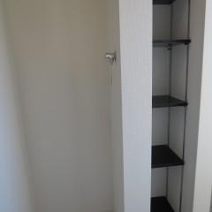 洗濯機置場・玄関収納 最新の蛇口を使用しています。