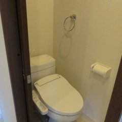 トイレ 温水便座洗浄機を採用しています。(別途工事代金が発生します。)