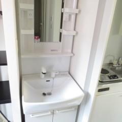 独立洗面化粧台 シャンプー機能付きの洗面台を標準にて施工しています。