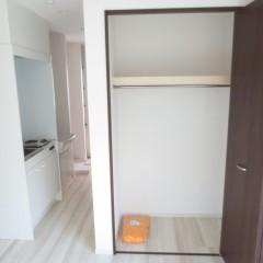 クローゼット内部 枕棚・つりさげポールは標準にて施工されます。
