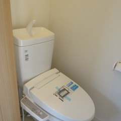 トイレ 温水洗浄便座が施工されています。