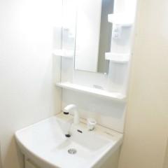 独立洗面台 シャワー機能の付いた洗面台です。